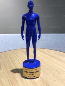 voici-la-statuette-qui-a-ete-decernee-a-jacques-vuillermet-photo-dr-1539184065